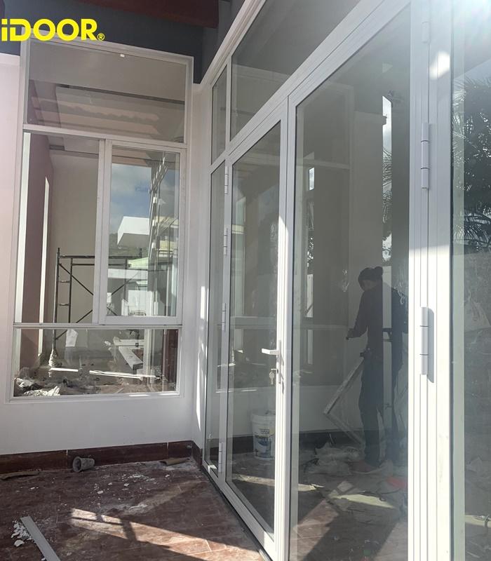 Quy trình thực hiện lắp đặt cửa nhôm kính cường lực Thành phố Tân An