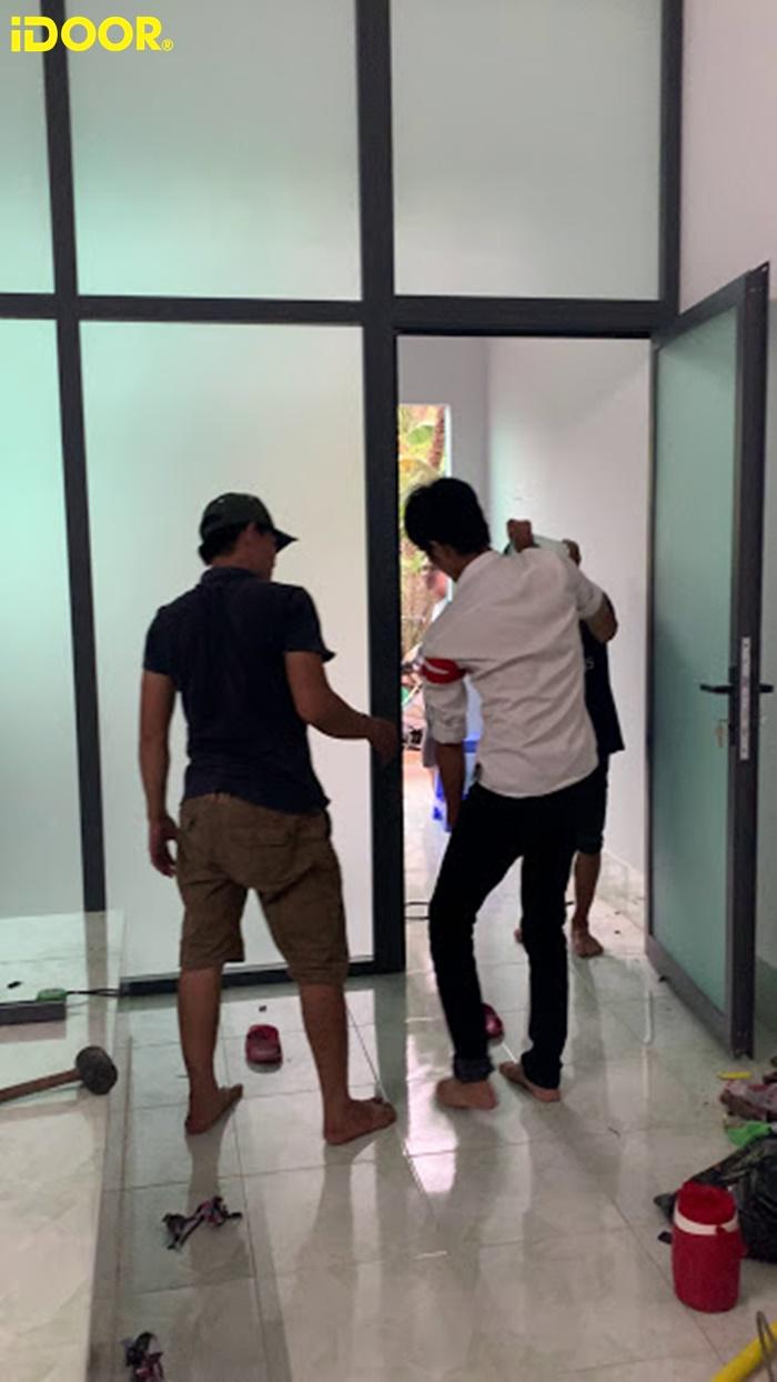 Cửa tự động của công ty nhôm kính xingfa iDOOR lắp đặt một cách chuyên nghiệp